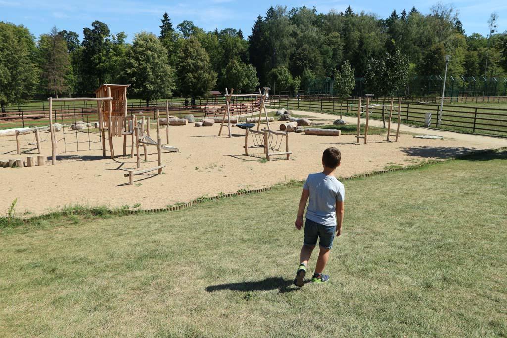 Sorry kinders, maar het is echt te warm om vol in de zon bij een speeltuin te staan.