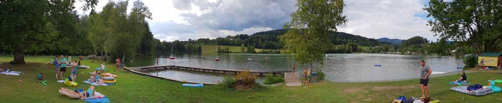 Het meer is te overzien qua grootte en ligt prachtig