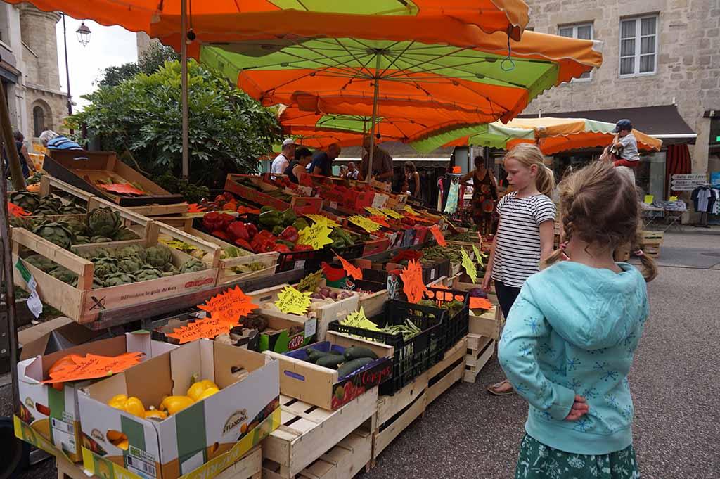 In Saint Junien is wekelijks een grote markt