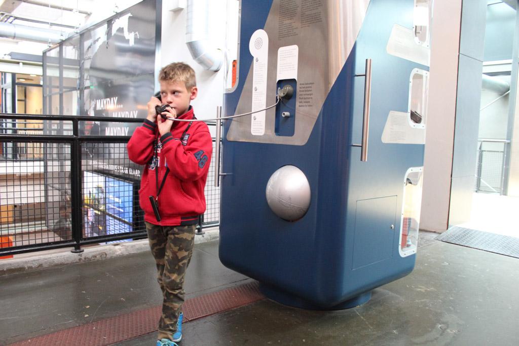Meer leren over communiceren: van seinlampen tot telefonie in het reddingsmuseum in Den Helder.