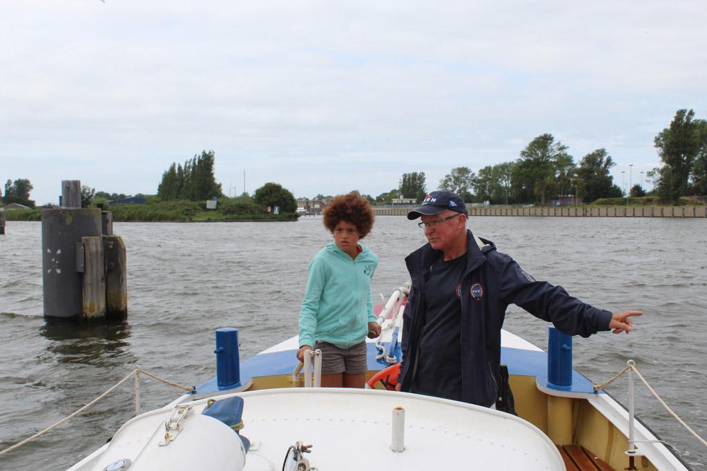 In ongeveer twintig minuten maken we een vaartocht door de haven van Den Helder.