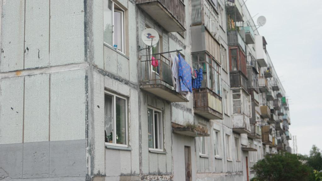 In een deel van de Sovjet-flats wonen nog mensen.