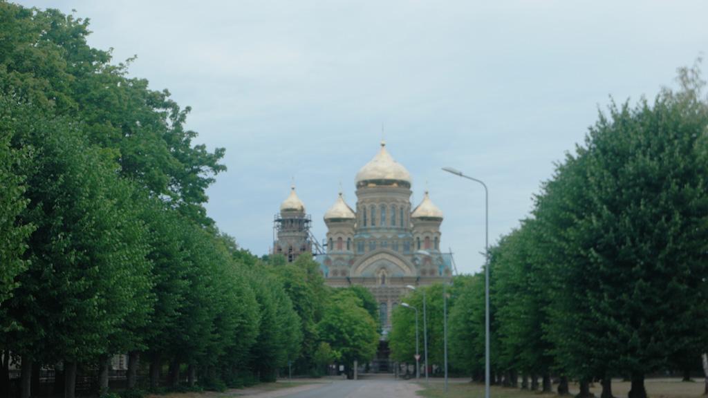 Vanaf deze kant wordt de Russisch-Orthodoxe kerk het meest gefotografeerd.