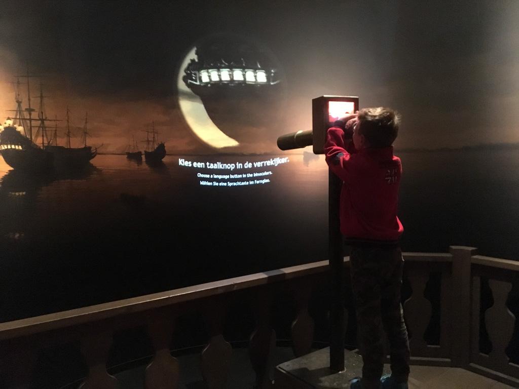 De (tijdelijke) tentoonstelling Zeeslag! vraagt interactief bezig zijn van de bezoekers. Daardoor heel geschikt voor kinderen