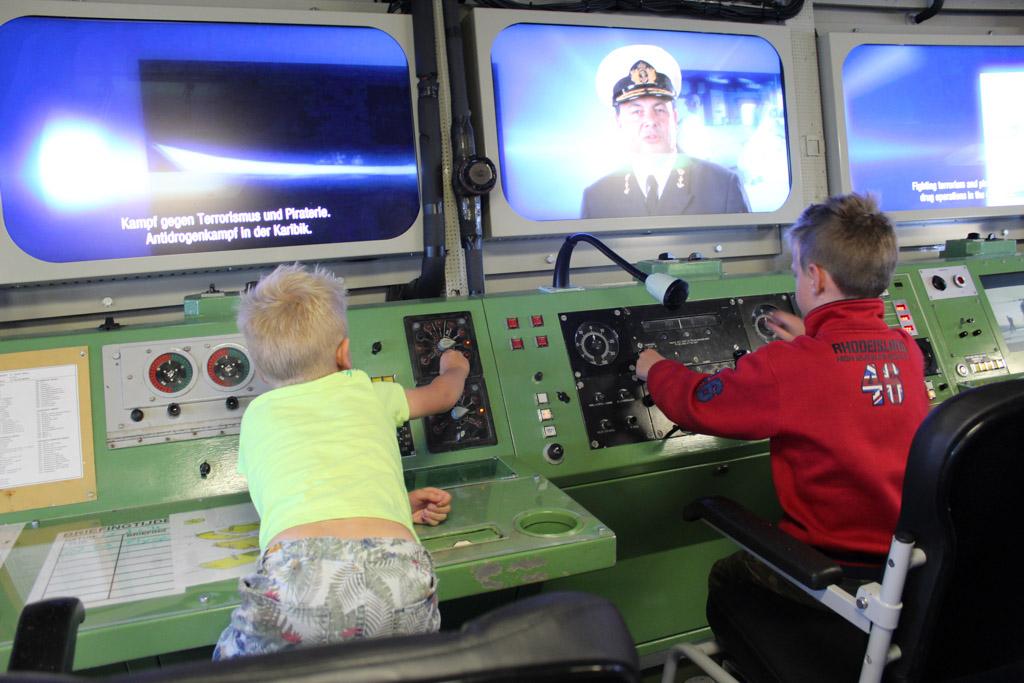 In de radarhutten wordt een mogelijke aanval gesimuleerd.