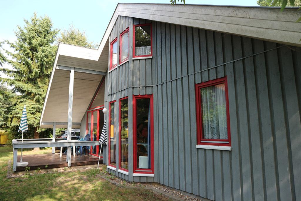 Op Ferienpark Mirow staan vakantiewoningen in Scandinavische stijl.