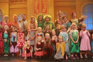 Op de foto met de cast van De Kleine Zeemeermin.