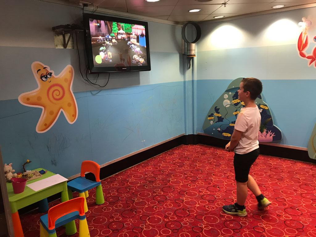 Voor jonge kinderen is er een speelruimte.