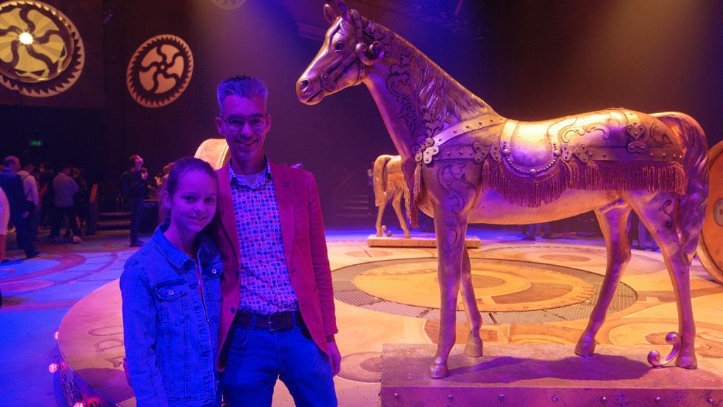Na afloop op de foto bij het podium, met daarop nog de twee paarden.
