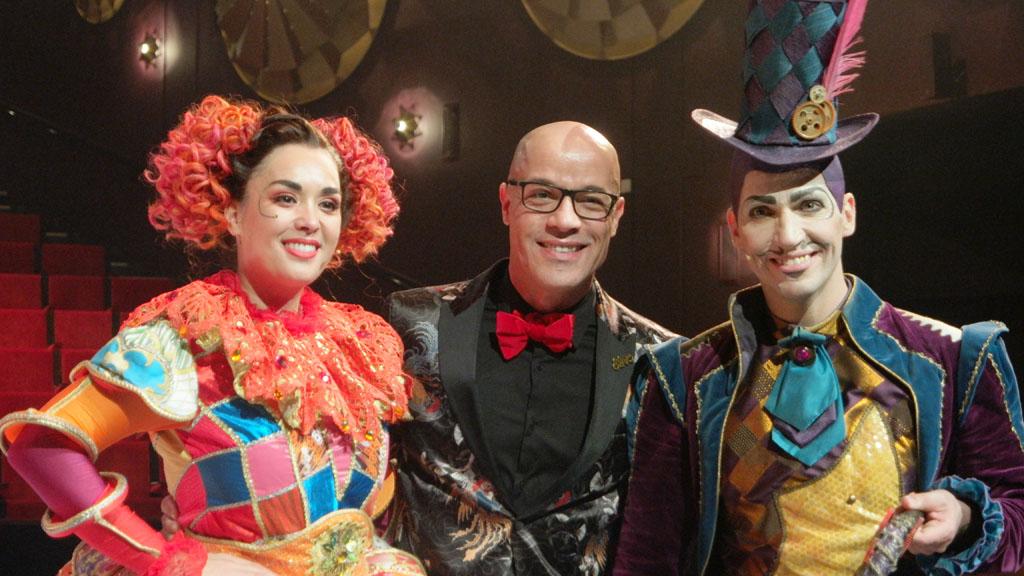 Regisseur en choreograaf Stanley Burleson met Mevrouw en Meneer Tijd.