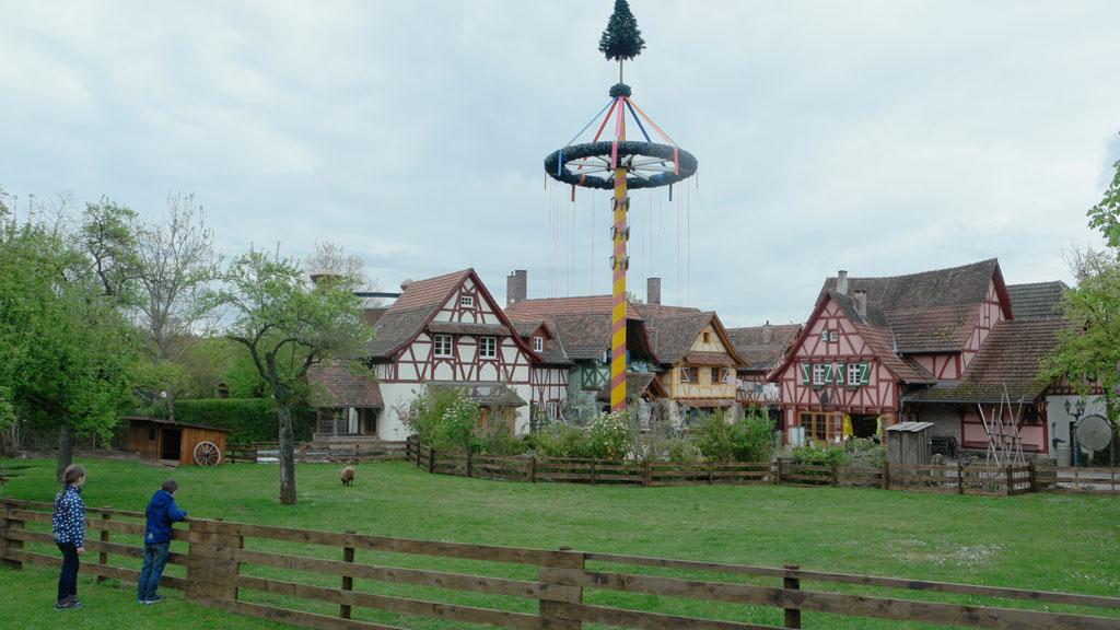 Tripsdrill heeft attracties voor het hele gezin én een leuke dorpssfeer.