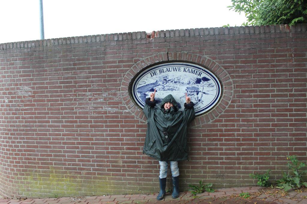 De Blauwe Bever meert aan bij natuurgebied de Blauwe Kamer. Hier maken we met een gids een wandeling.