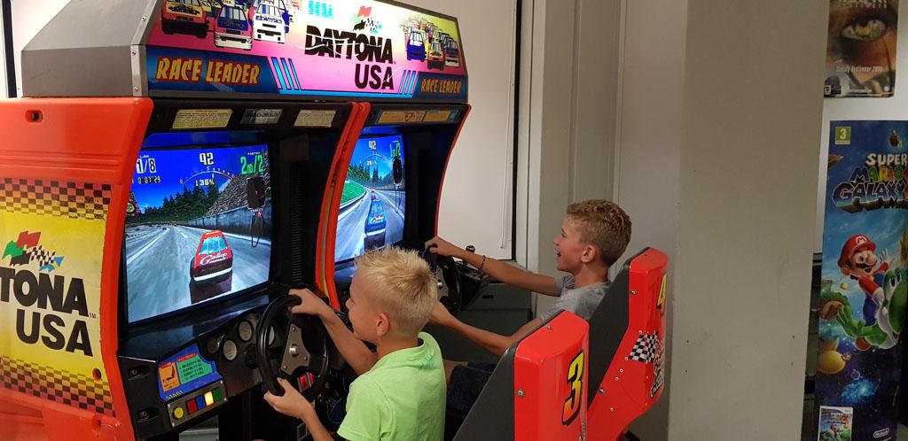 Deze Daytona USA is wel de allerleukste racesimulator die het computermuseum heeft.