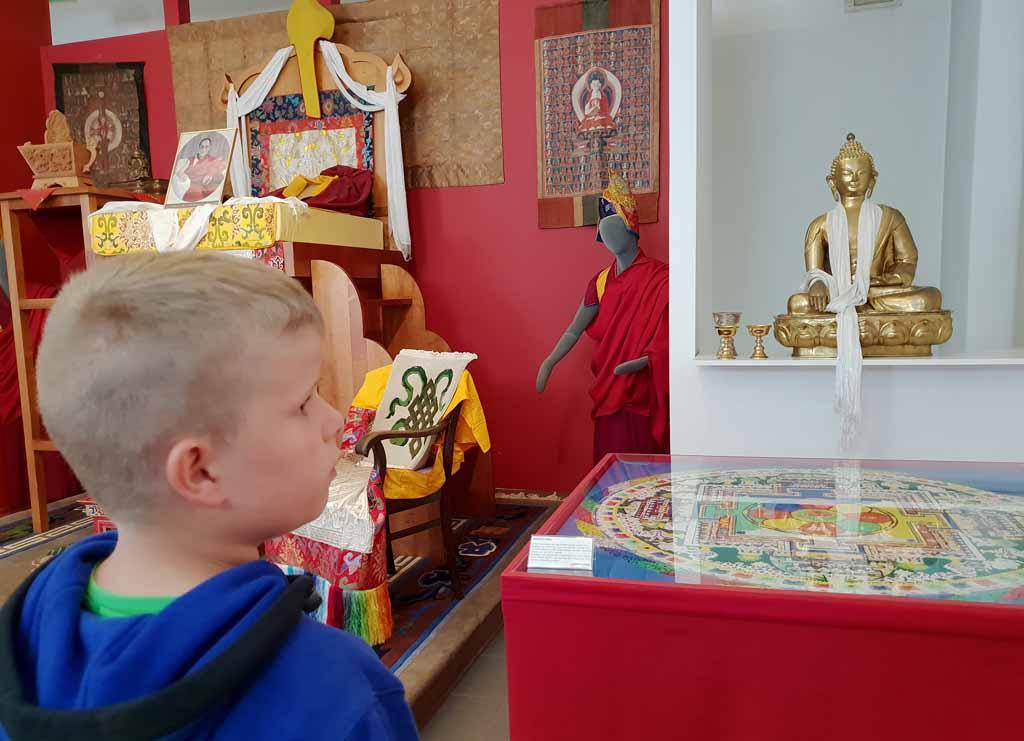 Onder de indruk van het feit dat je nooit hoger mocht staan dan de Dalai Lama de-leukste-kinderactiviteiten-in-karinthie-3