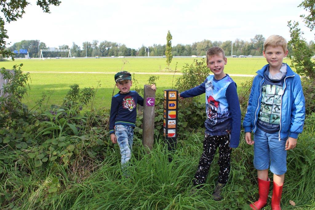 De kinderen wandelen niet vaak, gaan ze de zeven kilometer van het Slagmaatpad redden?