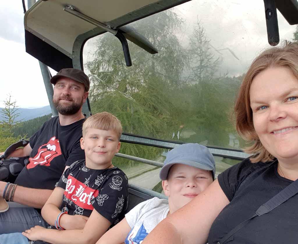 Met een 4 persoons stoeltjeslift gaan we naar de Gerlitzen leukste-kabelbanen-in-karinthie-22