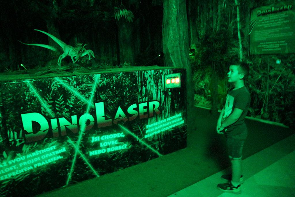 Bij DinoLaser moet je tussen de laserstralen door kruipen.