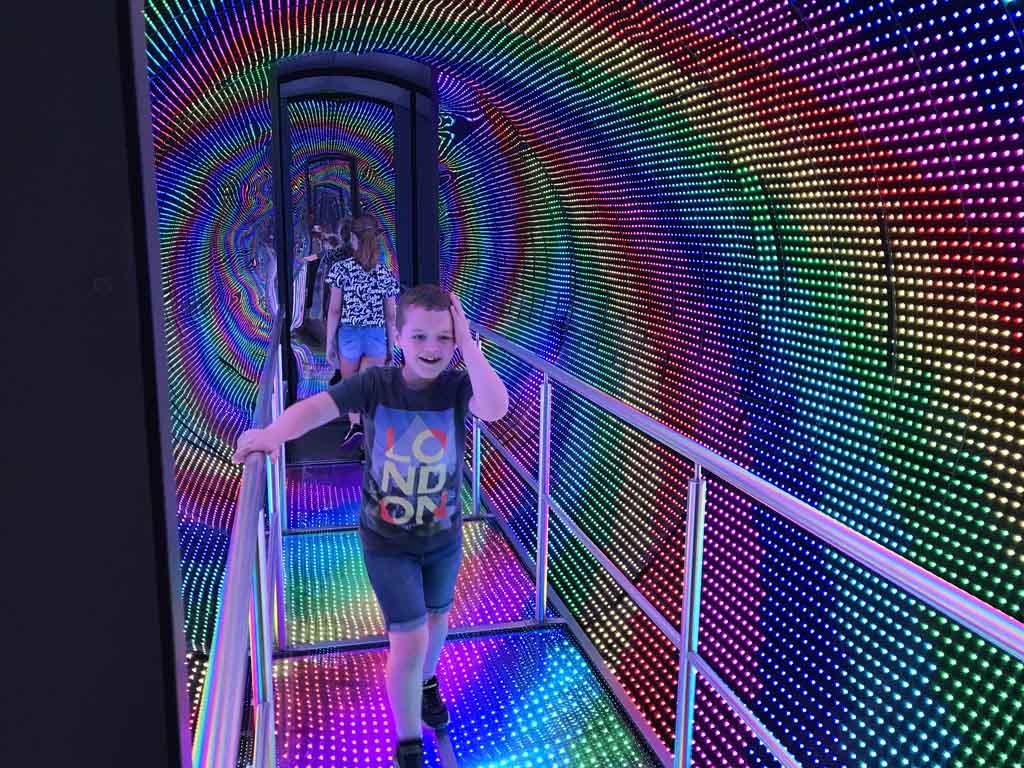 Dit soort bewegende tunnels blijven leuk.