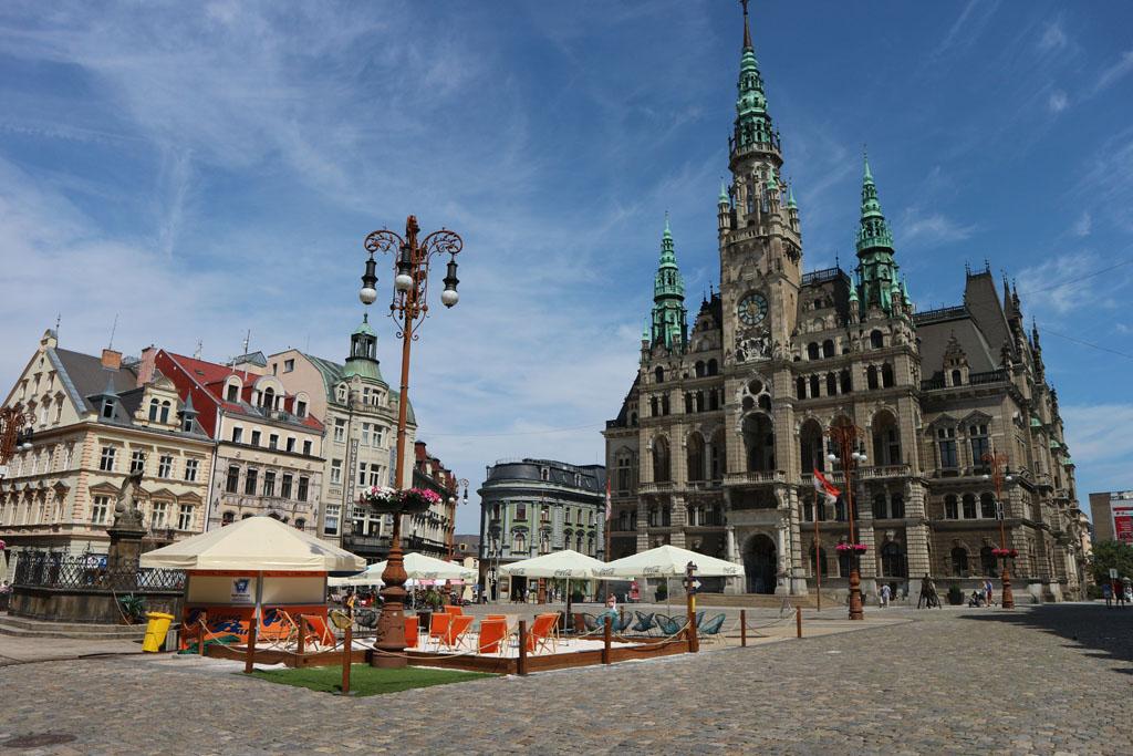 Het plein van Liberec, natuurlijk lopen we er wel eventjes heen.