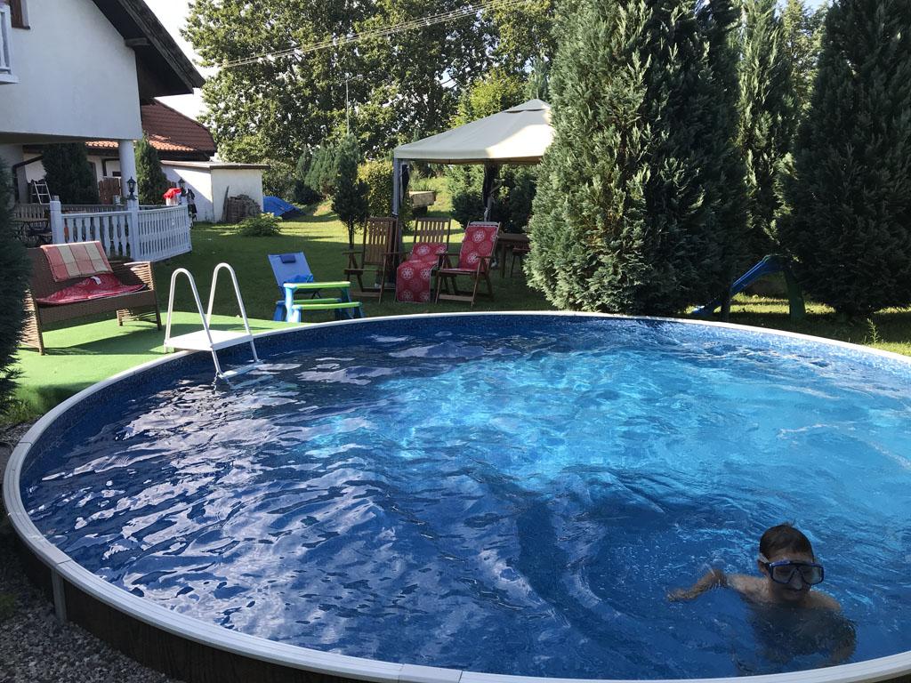 Het zwembadje in de tuin van het hotel.