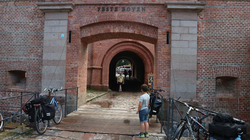 De entreepoort van Fort Boyen.