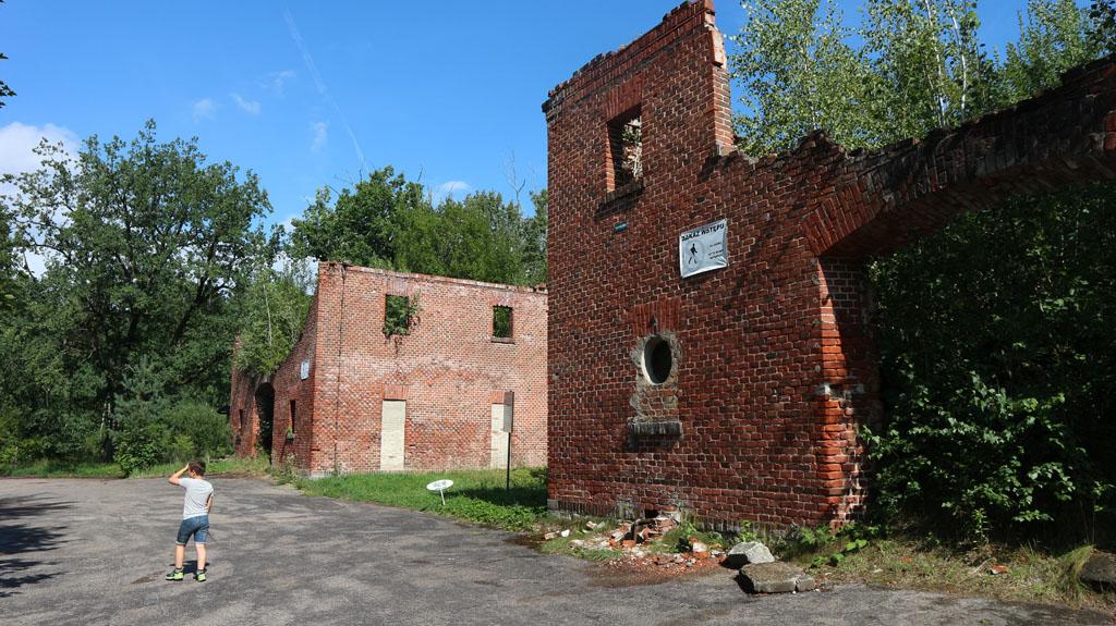 Ook de minder oude gebouwen zijn vervallen.