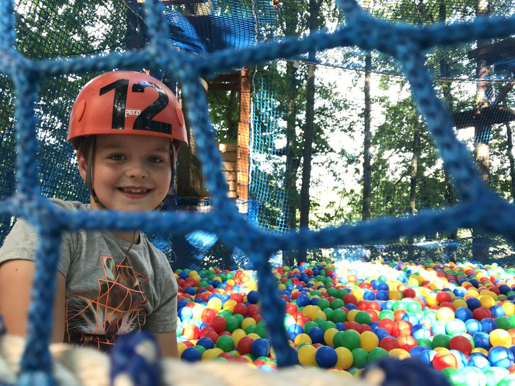 De ballenbak in de bomen is ook bij onze 9-jarige een groot succes.