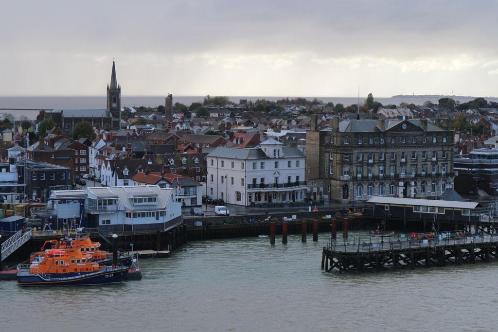 Zicht op Harwich vanaf de boot.