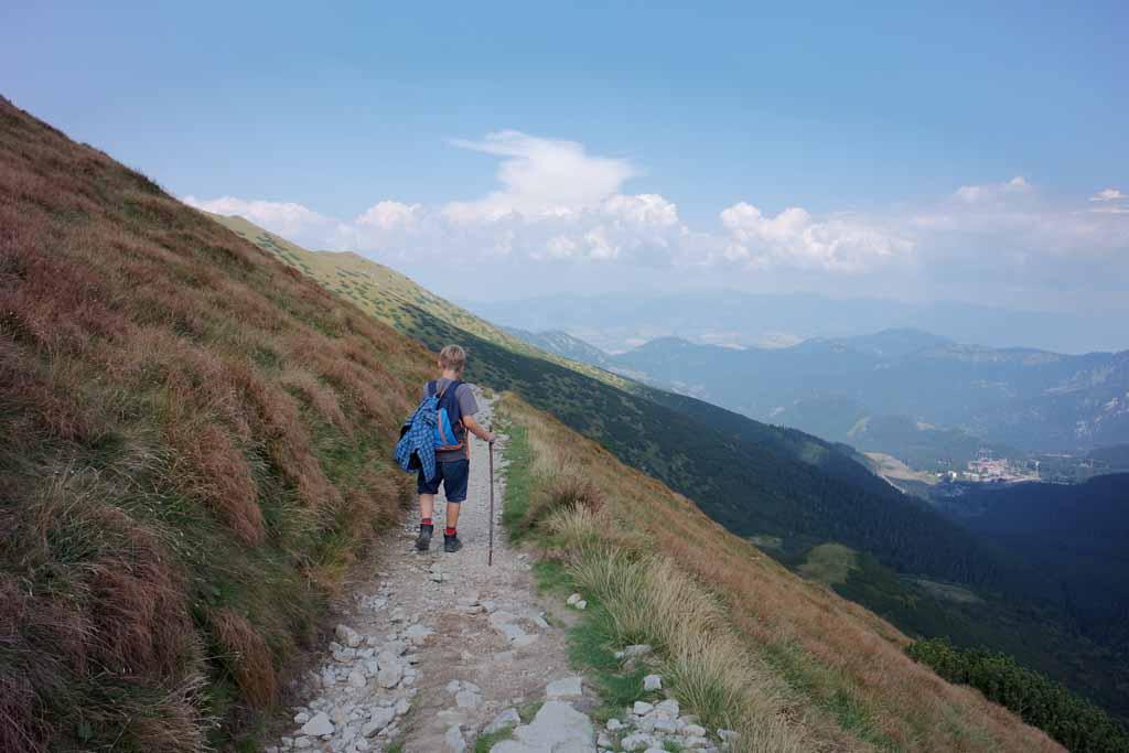 Nog even en het grote afdalen begint wandelen-in-het-tatra-gebergte-met-kinderen-