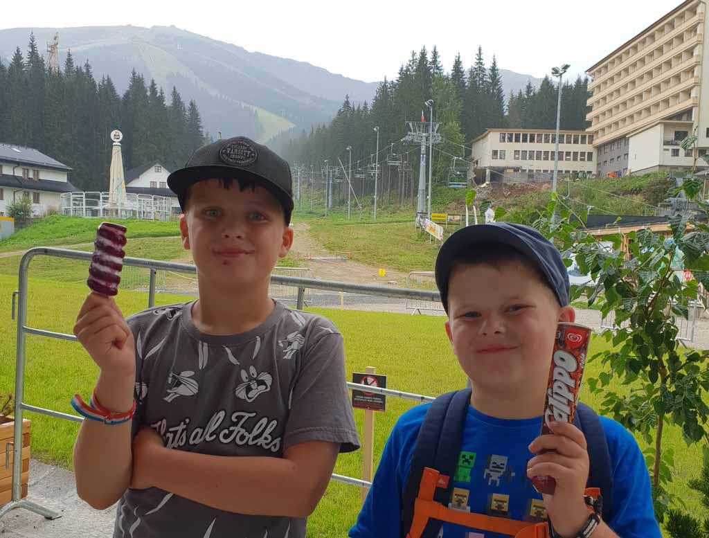 Een ijsje als beloning voor 6 uur en 12 kilometer wandelen wandelen-in-het-tatra-gebergte-met-kinderen-20