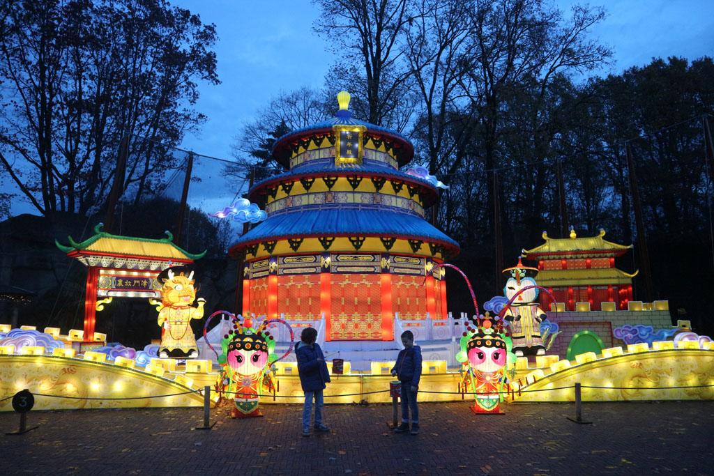 De China Light tempel net voorbij de ingang.