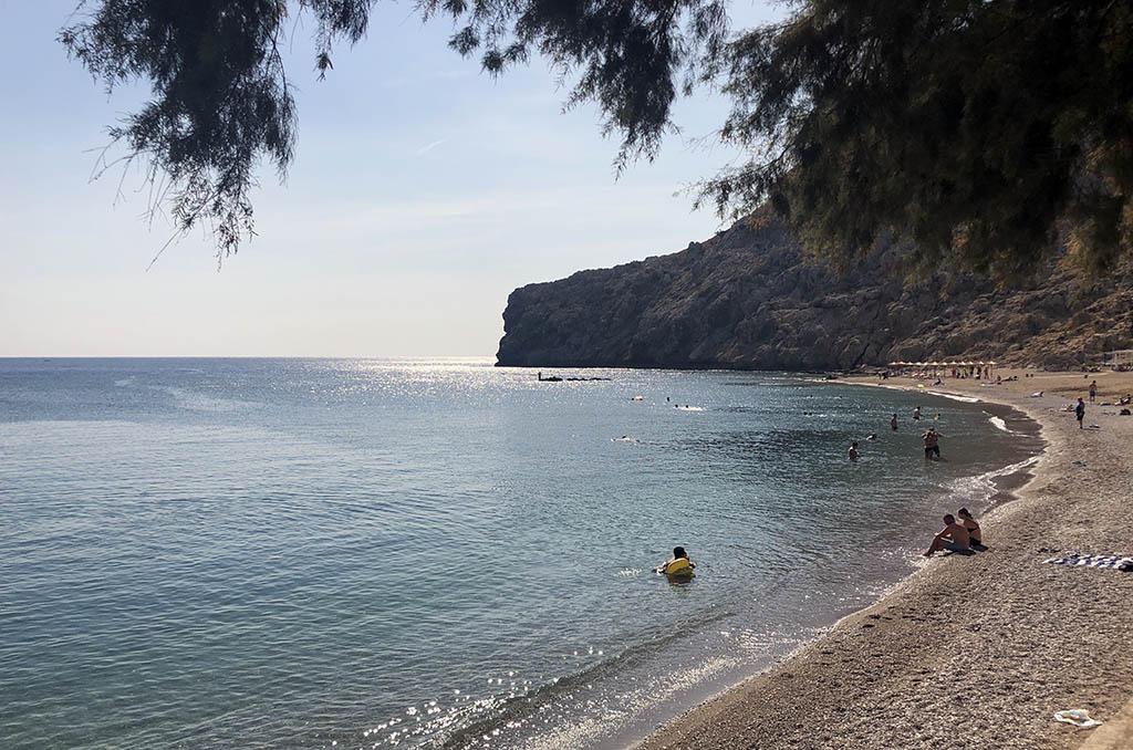 We zien tijdens onze vakantie op Rhodos met kinderen overal prachtige baaien met helderblauwe water