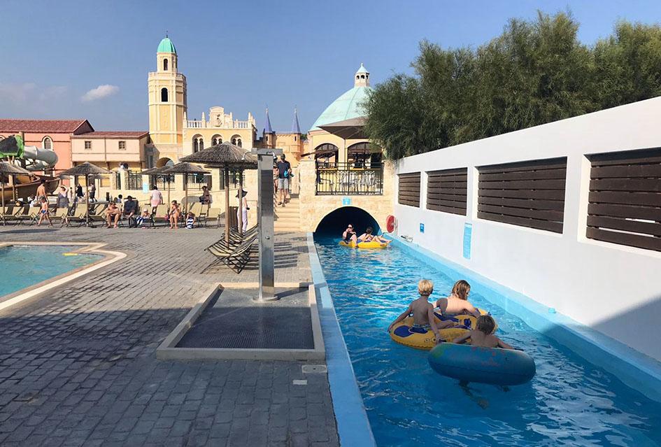 Tijdens een vakantie op Rhodos met kinderen mag een waterpark eigenlijk niet ontbreken