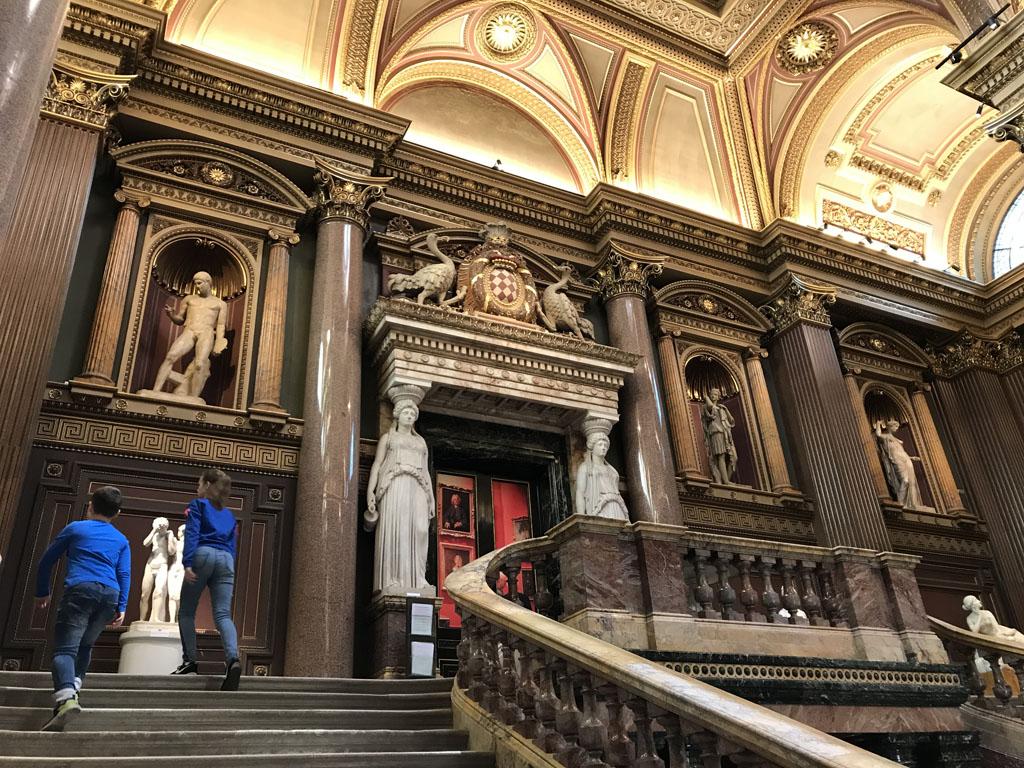 De prachtige hal van het Fitzwilliam Museum.
