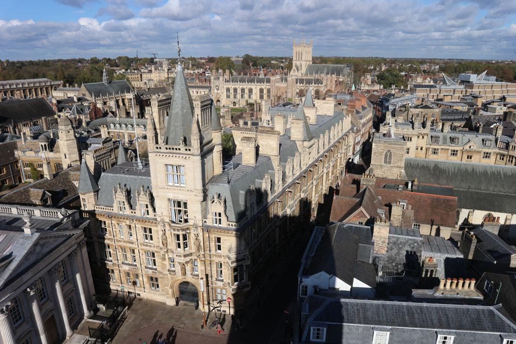 Trinity College gezien vanaf de kerktoren.