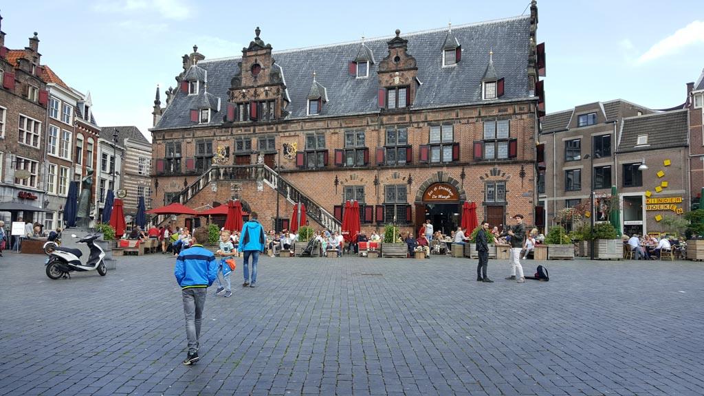 Wandelen in het centrum van Nijmegen.