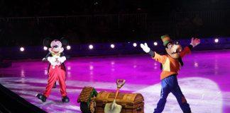 De klassieke Disneyfiguren Mickey en Goofy openen Disney on Ice 2018.