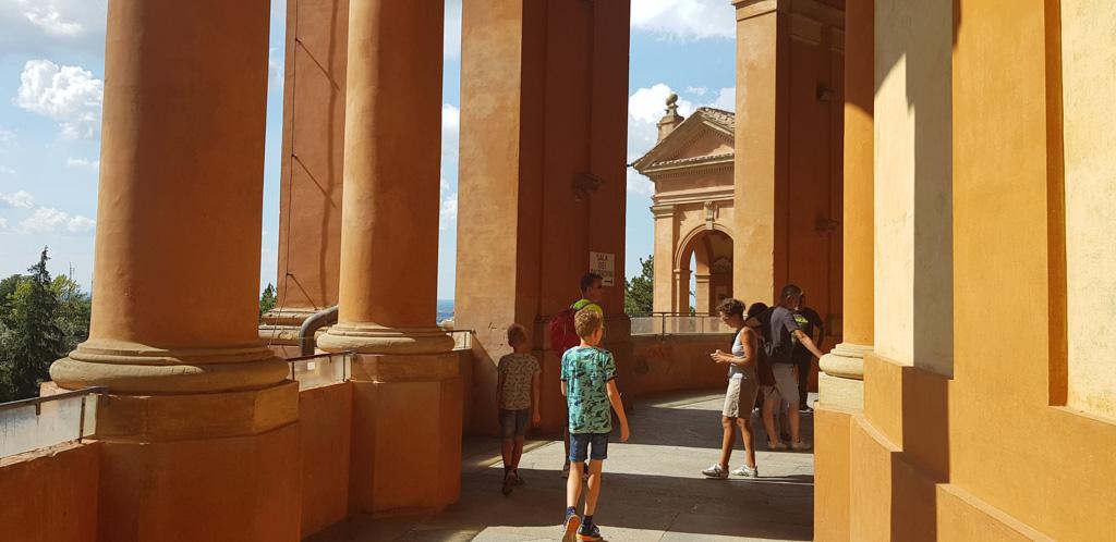 De San Luca basiliek boven op de berg bij Bologna.