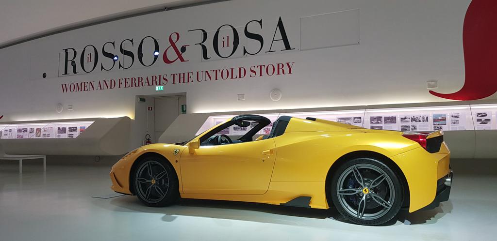 Het Museo Enzo Ferrari in Modena is heel anders dan die in Maranello en absoluut een bezoek waard.