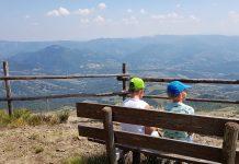 Genieten van het prachtige vergezicht op één van de bergtoppen van de Apennijnen.
