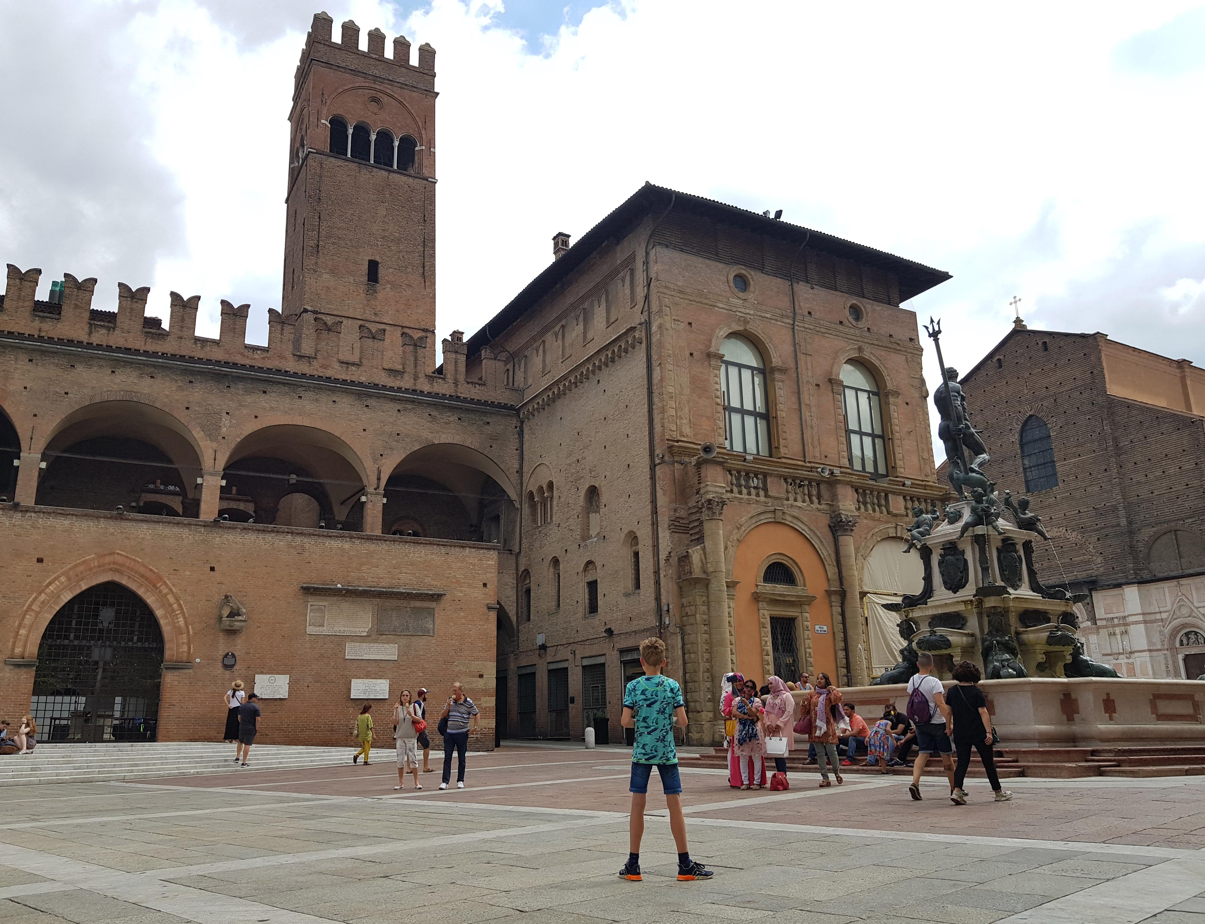 Bologna, een stad vol oude gebouwen, gezellige pleinen en leuke winkels.