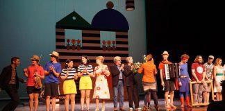 Een staande ovatie voor de familie en de rest van de cast