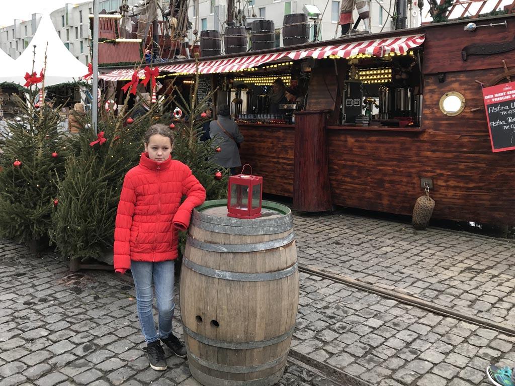 De kerstmarkt bij het Chocolademuseum heeft een maritieme aankleding.