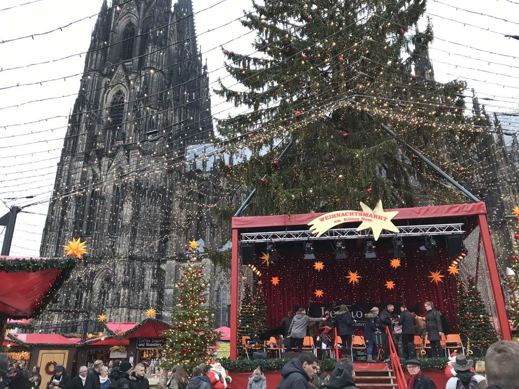 Aan het begin van de dag is het nog rustig op de kerstmarkt.
