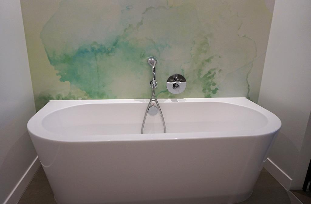 Een badkamer met bubbelbad