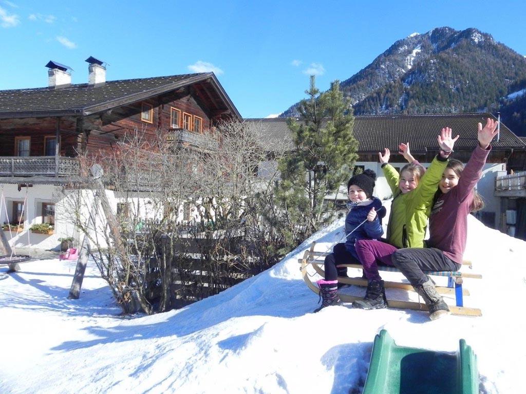 Heerlijk sleeën bij de Aussermahrhof in Zuid-Tirol.