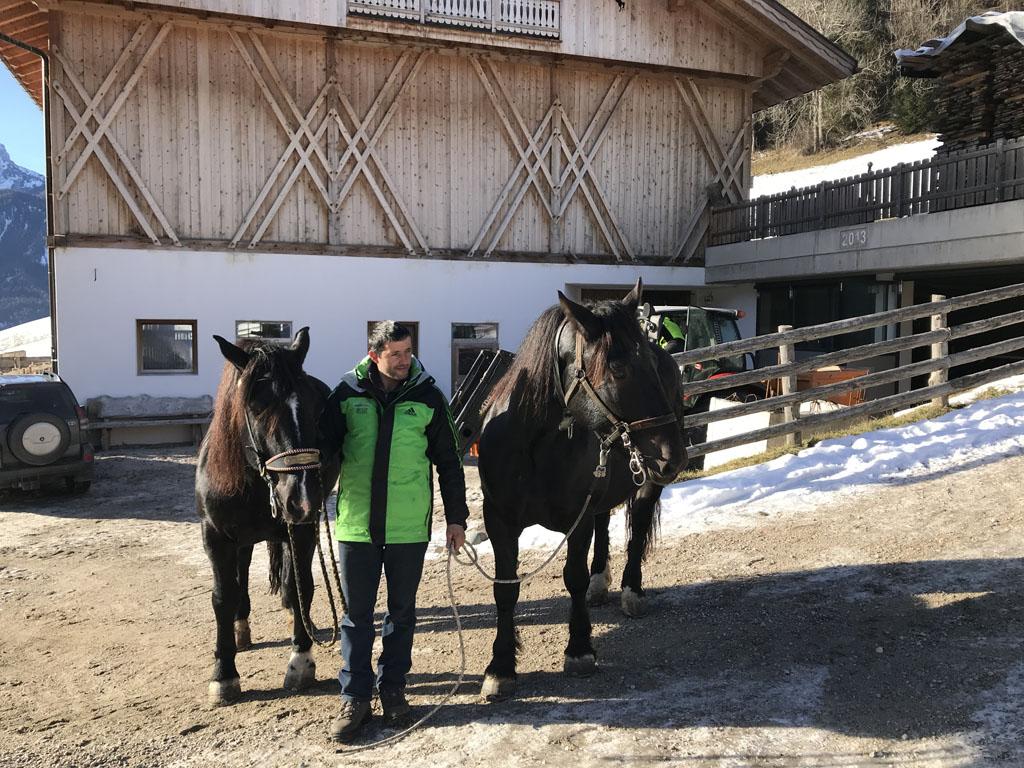 Boer Toni met de twee paarden we mee op stap gaan.