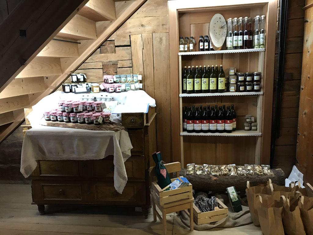 Alle producten van de boerderij zijn ook te koop voor de gasten.