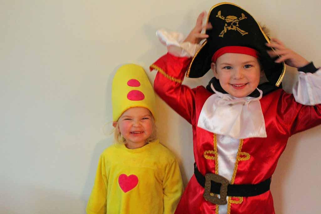 Bumba en Piet Piraat vinden het fantastisch bij Bumba en het Magische Wonderboek