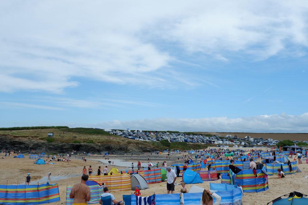 Het is warm en zonnig en dat betekent dat het druk is op de stranden van Cornwall
